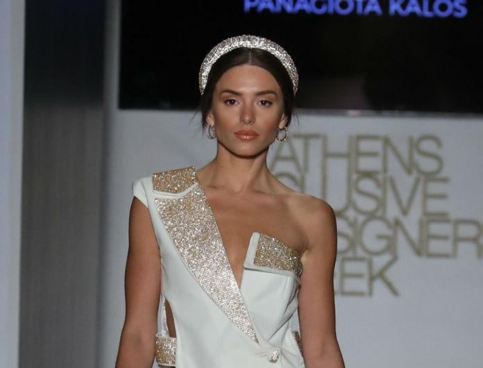 Ιωάννα Σιαμπάνη: Βγήκε στην πασαρέλα και δεν μπορούσαν να πάρουν τα μάτια τους από πάνω της! Το συγκλονιστικό κοντό φόρεμα!