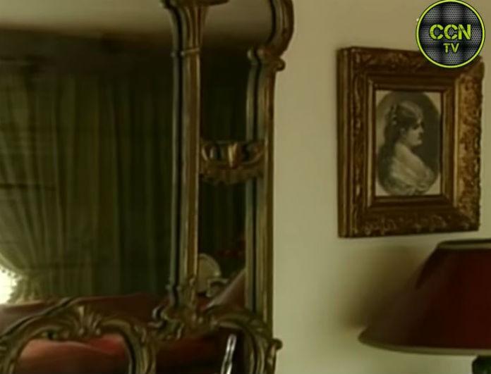 Αλίκη Βουγιουκλάκη: Το σαλόνι στο σπίτι της ήταν σαν αεροδρόμιο! Είχε δυο τεράστιους κόκκινους καναπέδες...