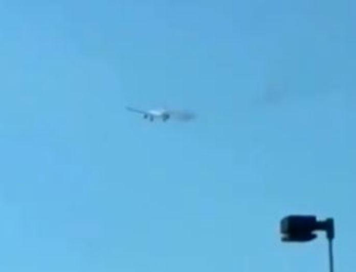 Βίντεο σοκ: Αεροπλάνο έπιασε φωτιά στον αέρα! Τρόμος για τους επιβάτες!