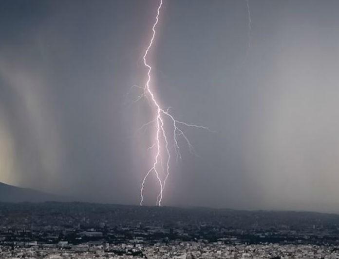 Έκτακτο δελτίο καιρού: Ποιες περιοχές πλήττονται από την κακοκαιρία αυτή τη στιγμή;