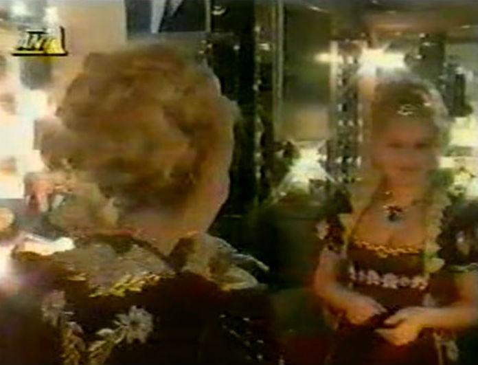 Αλίκη Βουγιουκλάκη: Σπάνιο ντοκουμέντο! Βίντεο μέσα από το καμαρίνι της! Ήταν γεμάτο με...
