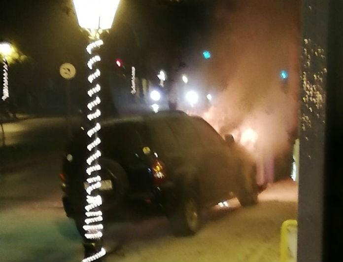 Σοκ στην Κηφισιά: Αυτοκίνητο τυλίχθηκε στις φλόγες! Τι συνέβη;