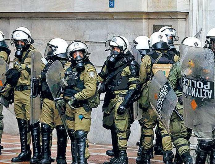 Χαριλάου Τρικούπη: Επίθεση με μολότοφ σε ΜΑΤ! Υπήρξαν προσαγωγές;