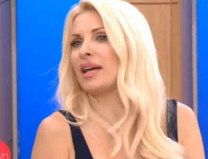 Ελένη: Απίστευτο συμβάν στο πλατό! Της άνοιξε το φόρεμα και φόρεσε... ποδιά!
