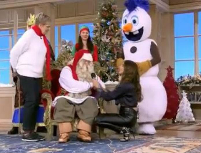 Happy Day: Ο αληθινός Άγιος Βασίλης πήγε στην εκπομπή και «μύρισαν» Χριστούγεννα στο πλατό! (Βίντεο)
