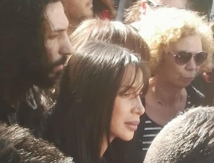 Πάολα: Η φωτογραφία που φιλούσε τον πατέρα της στον τάφο! Κατέβηκε από παντού μέσα σε λίγα λεπτά...