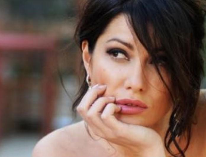 Κλέλια Ρένεση: Αυτή είναι η γυναίκα που αποκάλυψε το μυστικό της! Έριξε