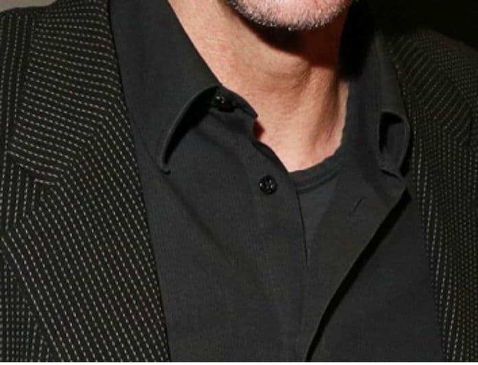 Πασίγνωστος Έλληνας ηθοποιός καταγγέλλει: «Άνδρας των ΜΑΤ επιτέθηκε χυδαία στην 16χρονη κόρη μου»!