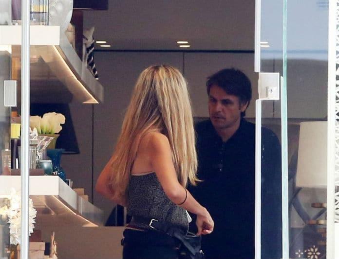 Νίκος Κριθαριώτης: Ο πρώην άντρας της Βίκυς Καγιά για ψώνια με την γυναίκα του! Όλοι κοιτούσαν τα πόδια της...