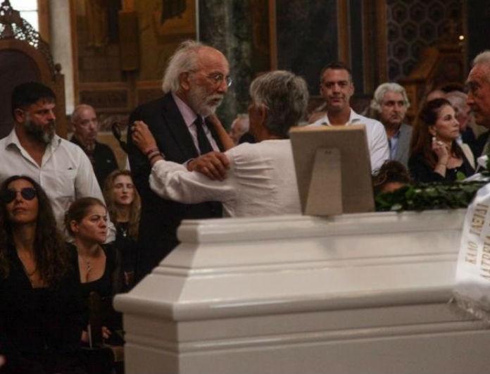 Ζωή Λάσκαρη: Αυτή είναι η γυναίκα που δεν πήγε στην κηδεία της! Το πρόσωπο που δεν πρόσεξε κανείς...