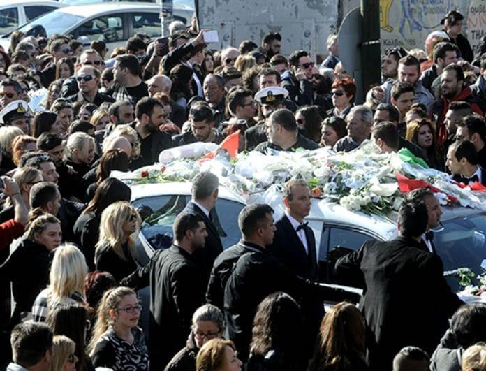 Παντελής Παντελίδης: Το τραγικό περιστατικό στην κηδεία του! Δεν σεβάστηκαν τον θάνατό του! Βίντεο ντοκουμέντο στην φόρα...