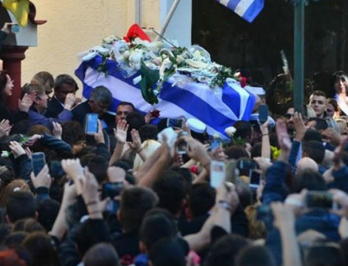 Παντελής Παντελίδης: Το συμβάν στην κηδεία του προκάλεσε ανατριχίλα στο Πανελλήνιο! Εικόνες που φέρνουν δάκρυα...