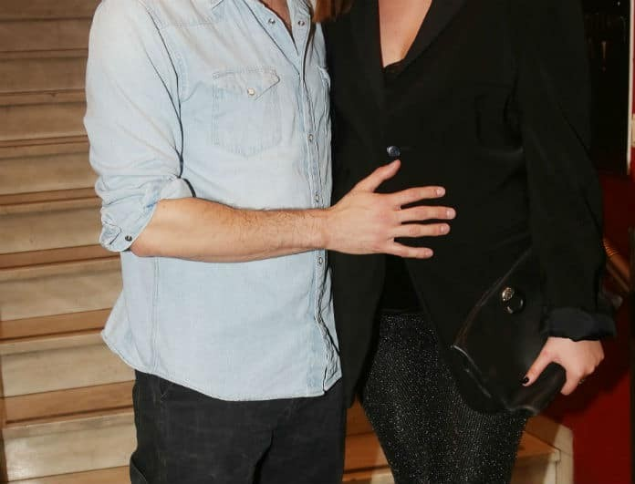 Πασίγνωστος ηθοποιός ποζάρει αγκαλιά με την έγκυο σύντροφο του και της χαϊδεύει την κοιλίτσα!