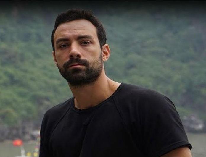 Σάκης Τανιμανίδης: Μπήκε στο σαλόνι του και έμεινε «παγωτό»! Έπιασε τους γονείς του να...