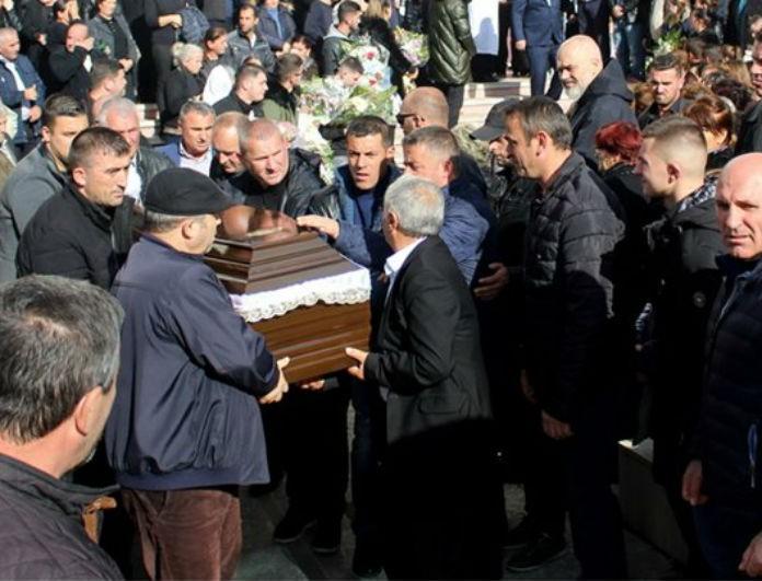 Σεισμός στην Αλβανία: Κλίμα οδύνης στην κηδεία 8μελούς οικογένειας! Αυξάνεται ο αριθμός των νεκρών!