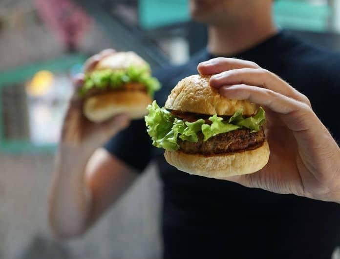 Ερωτικό σκάνδαλο σε πασίγνωστη αλυσίδα fast food! Η σχέση που διατηρούσε, έφερε την παραίτηση του!