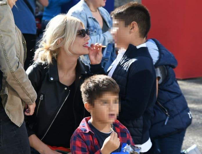 Φαίη Σκορδά: «Έσπασε» τους κανόνες της σε βόλτα με τους γιούς της! Το χατίρι που τους έκανε...
