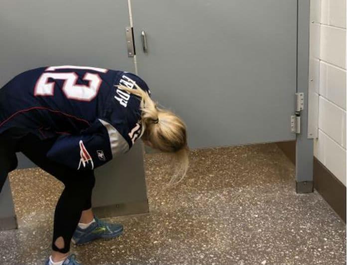 Αυτό το ήξερες; Γιατί οι πόρτες στις δημόσιες τουαλέτες έχουν πάντα κενό από κάτω;