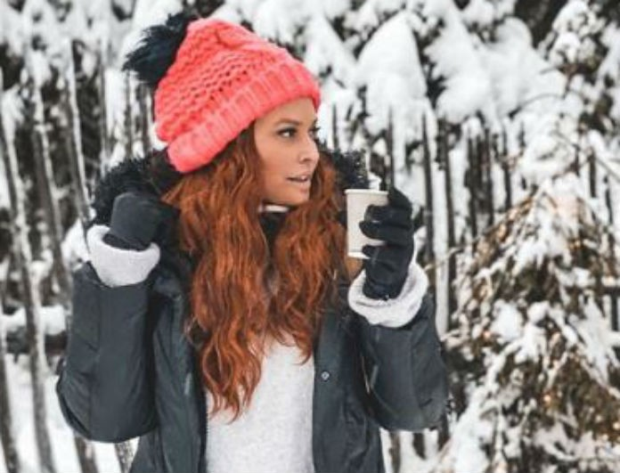 Σίσσυ Χρηστίδου: Το μπουφάν της δεν το έχεις δει ξανά αλλού! Είναι κόκκινο και έχει κουκούλα με μαύρη γούνα!