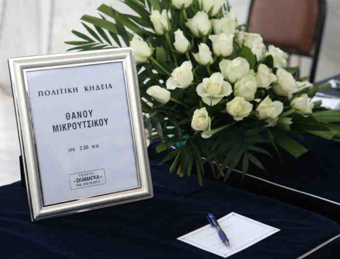 Κηδεία Θάνου Μικρούτσικου: Σε λαϊκό προσκύνημα αυτή την στιγμή η σορός του! Εικόνες που συγκινούν!