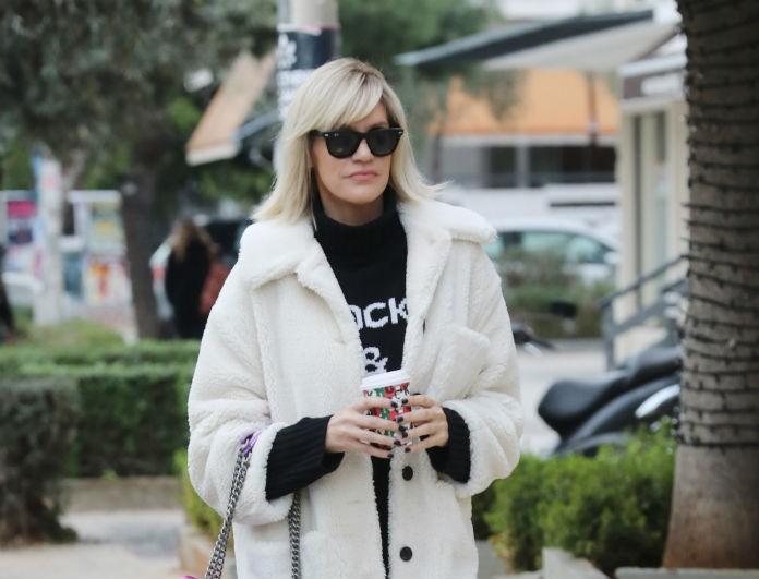 Σάσα Σταμάτη: Περπάτησε στη Γλυφάδα με λευκή γούνα και προκάλεσε πανικό! Ήταν σαν μοντέλο!