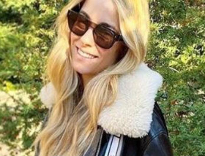 Δούκισσα Νομικού: Περπάτησε στο δρόμο με το πιο cozy μπουφάν αλλά όλοι κοιτούσαν την τσάντα της! Είναι μαύρη και glossy!