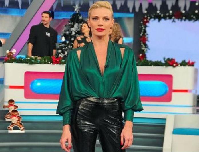 Ζέτα Μακρυπούλια: Το παντελόνι της είναι μαύρο και βινύλ! Αυτό που
