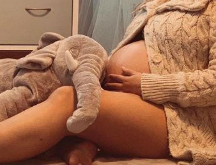 Εγκυμονούσα της ελληνικής showbiz ποζάρει γυμνή στον 9ο μήνα και ρίχνει το Instagram!