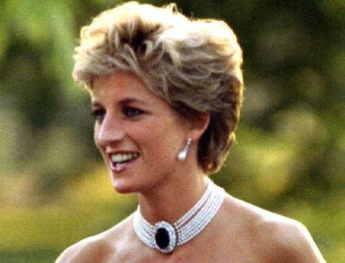 Σάλος στο Buckingham με την μαύρη τουαλέτα της Diana! Δεν έπιασε την αξία της στην δημοπρασία!