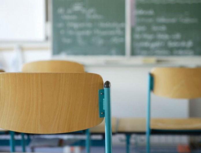 Σκάνδαλο στη Λακωνία: Καθηγητής χημείας ξεκούμπωσε το παντελόνι μέσα στην τάξη! Η κίνηση που εξόργισε τους γονείς!