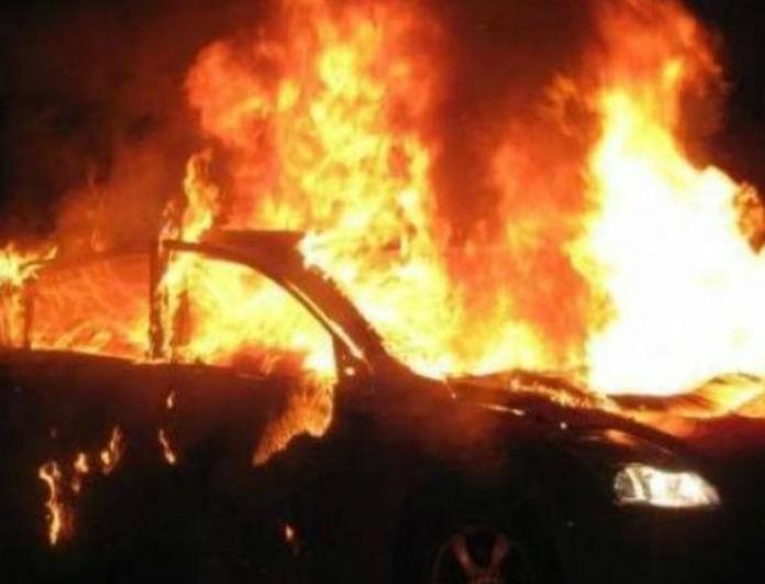 Σοκ στο Αιγάλεω! Κάηκαν 3 αυτοκίνητα μετά από εμπρηστική επίθεση!