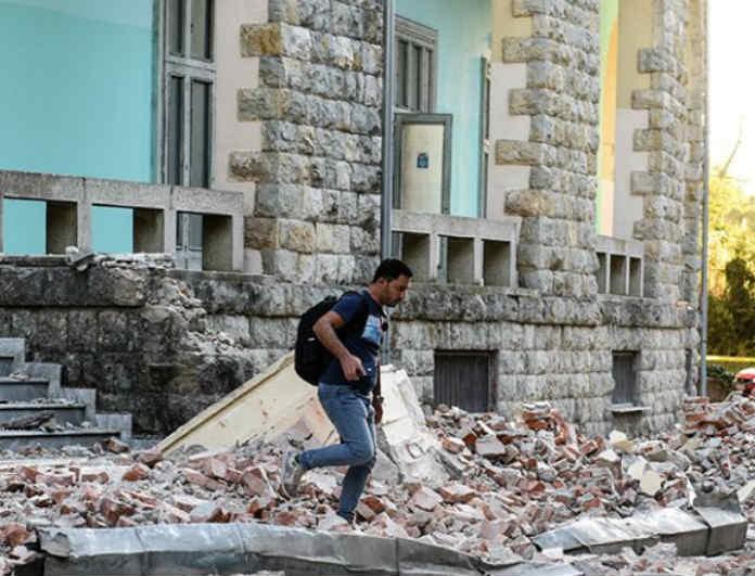 Σεισμός στην Αλβανία: Μεγάλος φόβος! Ανοιχτοί οι τοίχοι και πεσμένοι σοβάδες!
