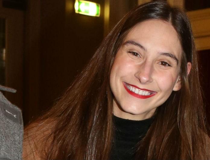 Φωτεινή Αθερίδου: Με τον σύντροφο της στο θέατρο! Δεν σταματούσε να χαμογελά στους φωτογράφους!