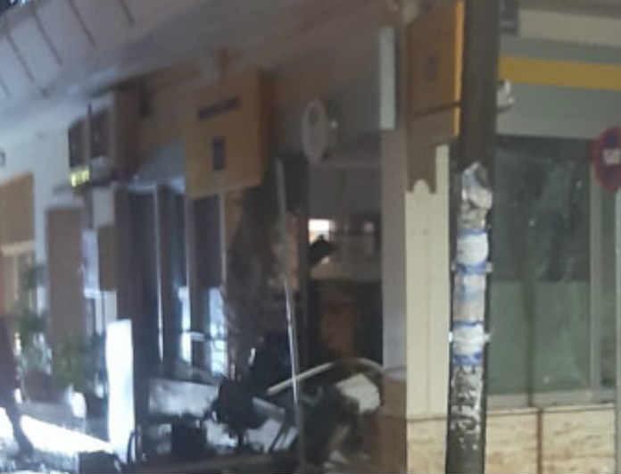 Σοκ σε τράπεζα: Ανατίναξαν ATM