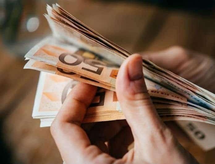 Σας αφορά: Πάνω από 600 ευρώ σήμερα στους λογαριασμούς σας!
