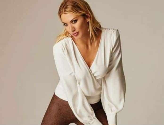 Κωνσταντίνα Σπυροπούλου: Κόβει την «ανάσα» με το «καυτό» κεραμιδί μίνι φόρεμα της! Το χρυσό τσαντάκι έκανε την διαφορά...