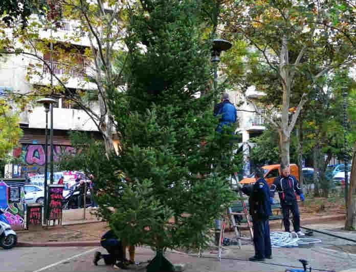 Στόλισε ο δήμος Αθηναίων! Το Χριστουγεννιάτικο δέντρο που