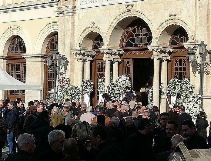 Γιώργος Δεικτάκης: Ράγισαν καρδιές στην κηδεία του! Ήταν όλοι του οι φίλοι εκεί...
