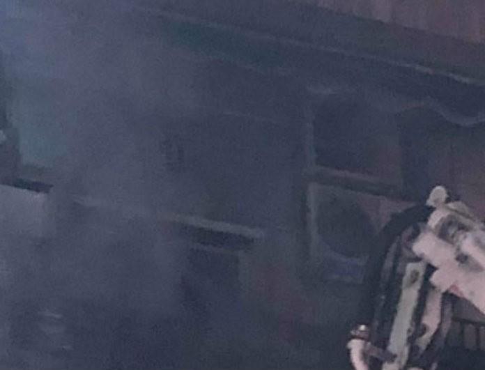 Φωτιά στην Καλλιθέα: Απεγκλωβίστηκαν 18 άτομα - Ανάμεσά τους και παιδιά!
