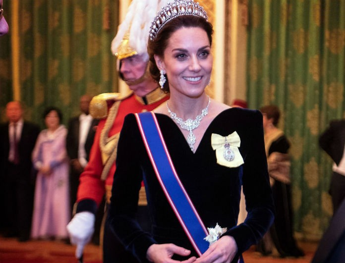 Kate Middleton: Έγκυος ξανά; Η φωτογραφία με την βασίλισσα Ελισάβετ μέσα από το παλάτι που βάζει «φωτιά»!