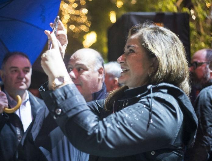 Ντόρα Μπακογιάννη: Με τα εγγόνια της στο Σύνταγμα! Παρακολούθησαν την φωταγώγηση του δέντρου!