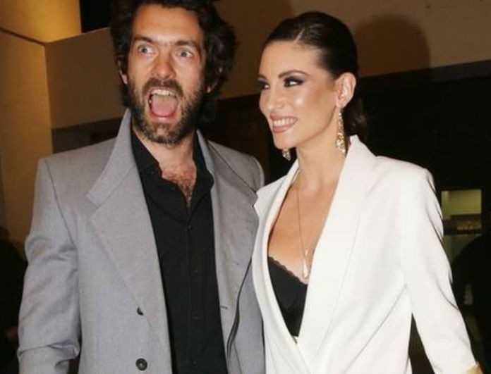 Αθηνά Οικονομάκου: Με αυτό το νυφικό δεν την είδε ποτέ ο Μιχόπουλος! Φόρεσε και γούνα αλλά δεν το διάλεξε!