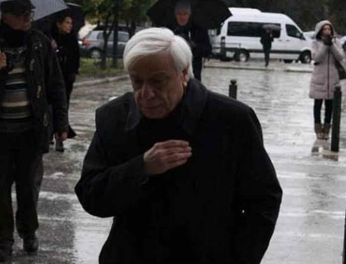 Κηδεία Θάνου Μικρούτσικου: Βίντεο ντοκουμέντο έξω από την εκκλησία! Η στιγμή που ο Προκόπης Παυλόπουλος μπαίνει για να του πει το τελευταίο αντίο!