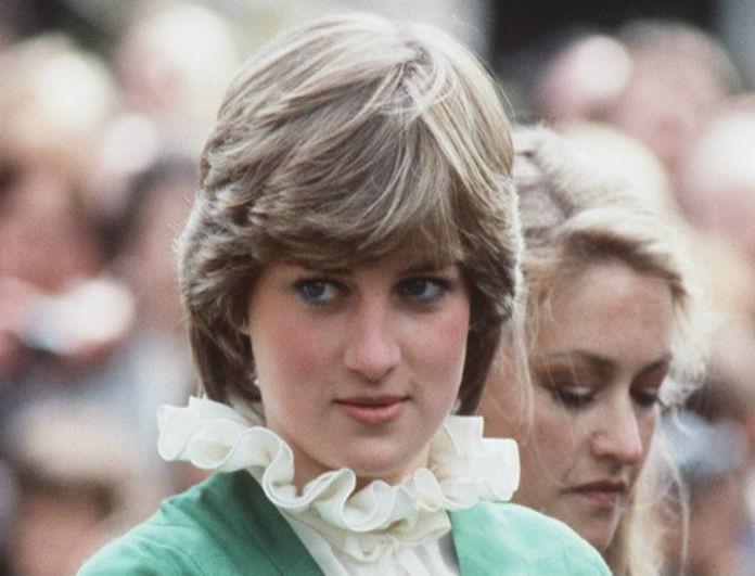 Έγιναν ρεζίλι στο Buckingham! Η Diana όχι μόνο δεν ήταν γαλαζοαίματη αλλά δούλευε και ως...