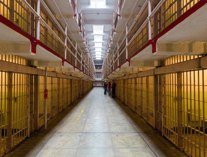 Συναγερμός στις φυλακές! Τρεις κρατούμενοι κάηκαν ζωντανοί από φωτιά που ξέσπασε!