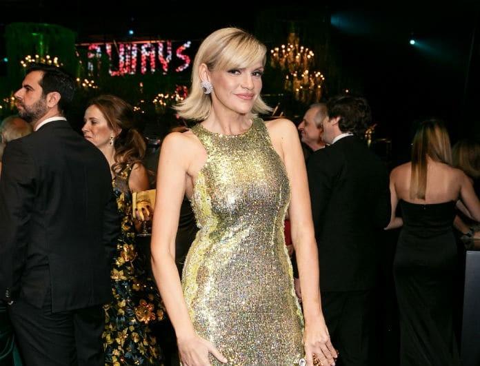 Σάσα Σταμάτη: Έβαλε χρυσό φόρεμα και ήταν πιο λαμπερή από ποτέ! Την κοίταζαν όλοι!