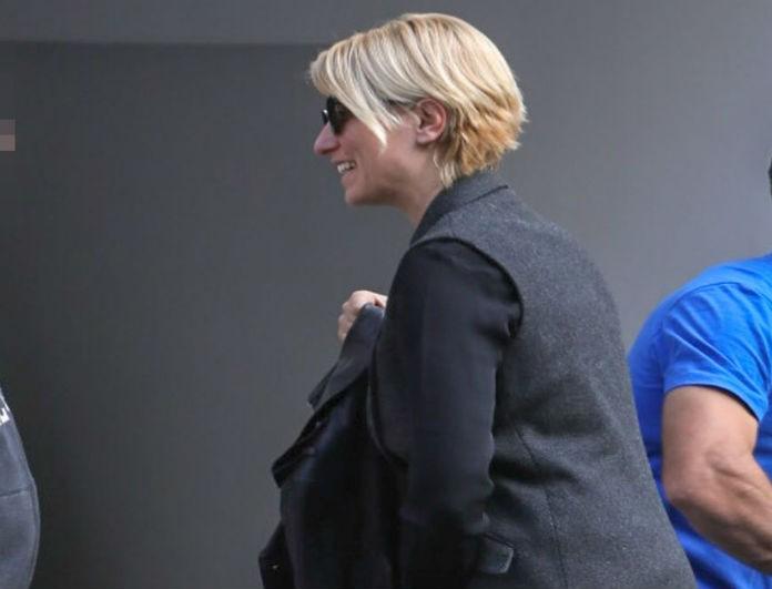 Σία Κοσιώνη: Το σακάκι της δεν έχει μανίκια και κοστίζει κάτω από 200 ευρώ! Ξέρουμε πού θα το βρεις!