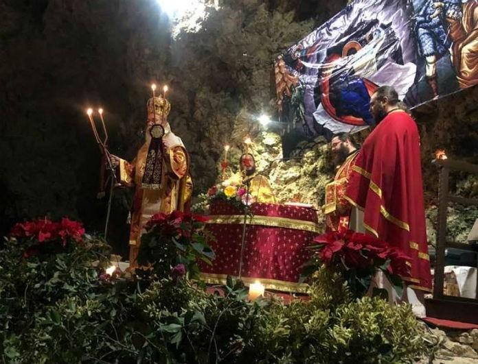 Κρήτη: Αναπαράσταση της γέννησης του Ιησού μέσα σε σπήλαιο