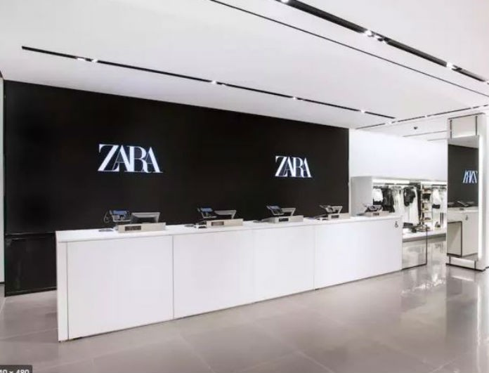 Zara: Το φόρεμα που έχει σπάσει ρεκόρ σε πωλήσεις! Έχει μοναδικό σχέδιο και κοστίζει μόνο 15,95 ευρώ!