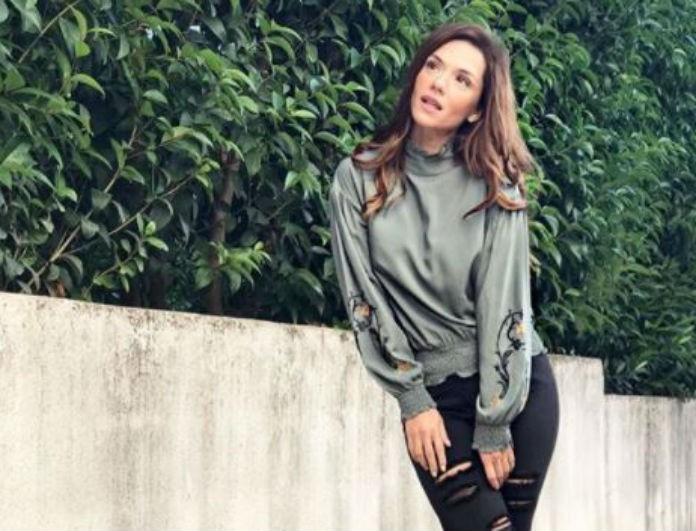 Βάσω Λασκαράκη: Έβαλε τζιν με κόκκινα αθλητικά! Tα βλέμματα όλων στην ζώνη της, είναι άπιαστο όνειρο!